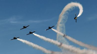 Breitling Jet Team podczas 'Apache Roll'